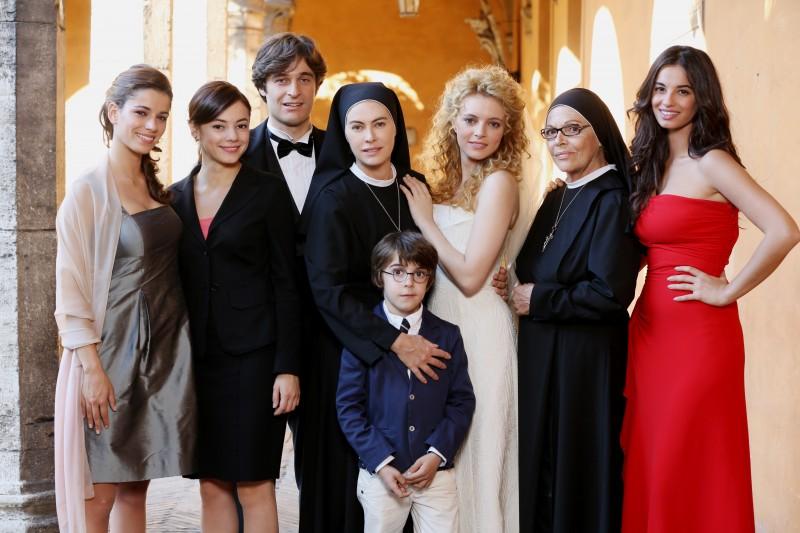 Che Dio ci aiuti 2: una foto promozionale del cast della fiction Rai