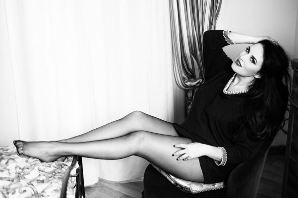 Letizia Raco, curvy e sexy in uno scatto fotografico del 2013