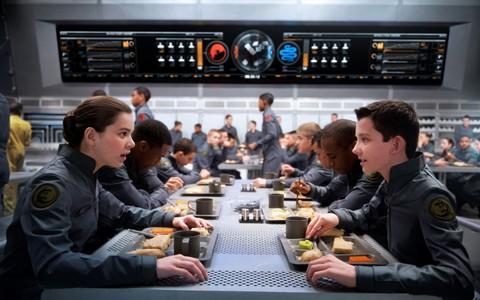Ender's Game: Hailee Steinfeld e Asa Butterfield a tavola insieme agli altri interpreti