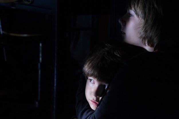 Kadan Rockett e Dakota Goyo in Dark Skies, del 2013