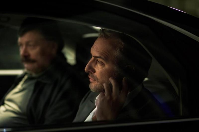 Jean Dujardin in Möbius: una scena dello spy thriller francese