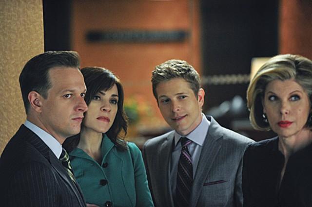 The Good Wife: Josh Charles, Julianna Margulies, Matt Czuchry e Christine Baranski nell'episodio I Fought the Law