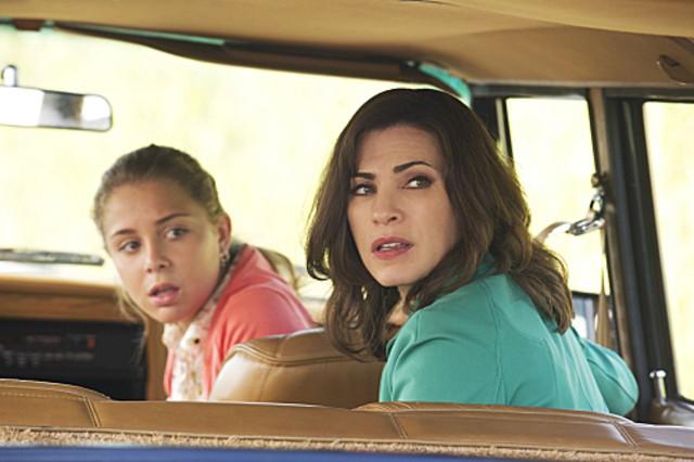 The Good Wife: Julianna Margulies e Makenzie Vega nell'episodio I Fought the Law