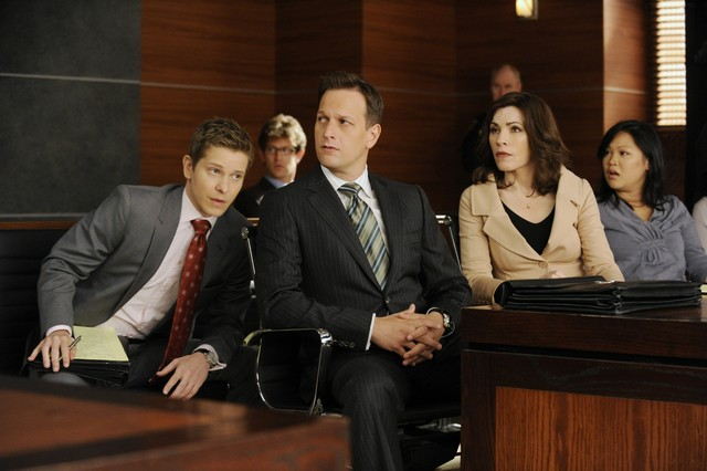 The Good Wife: Matt Czuchry, Josh Charles e Julianna Margulies nell'episodio Two Girls, One Code