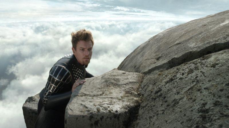 Ewan McGregor in una scena de Il cacciatore di giganti nei panni di Elmont