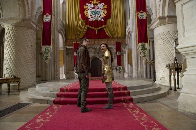 Il cacciatore di giganti: Nicholas Hoult e Eleanor Tomlinson in una scena