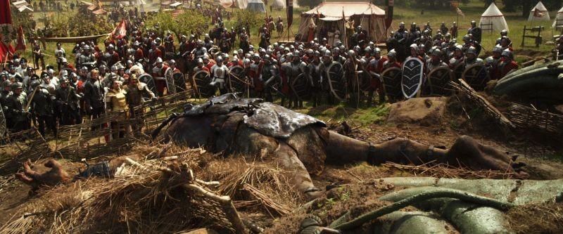 Il cacciatore di giganti: uno dei giganti a terra sconfitto dall'esercito del Re in una scena del film