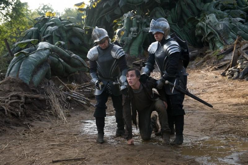 Il contadino Jack (Nicholas Hoult) catturato in una scena de Il cacciatore di giganti