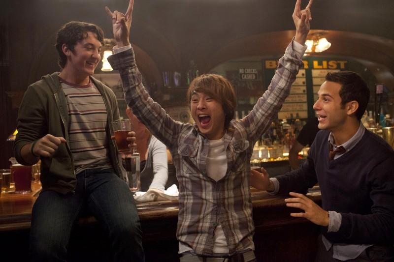 Miles Teller, Justin Chon e Skylar Astin in Un compleanno da leoni