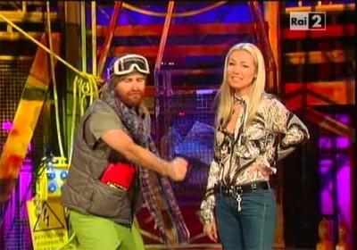 Alessandro Siani con Federica Panicucci durante una puntata di Bulldozer