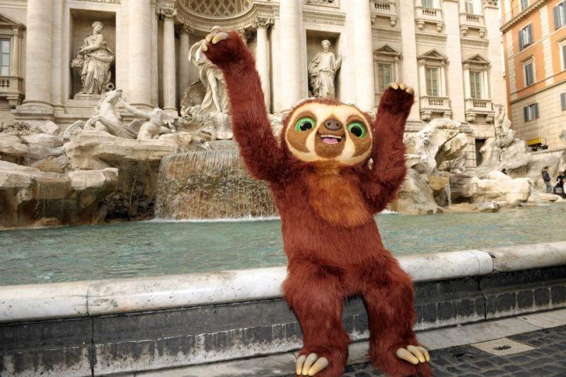 I Croods: Laccio, il bradipo scroccone, in visita a Fontana di Trevi