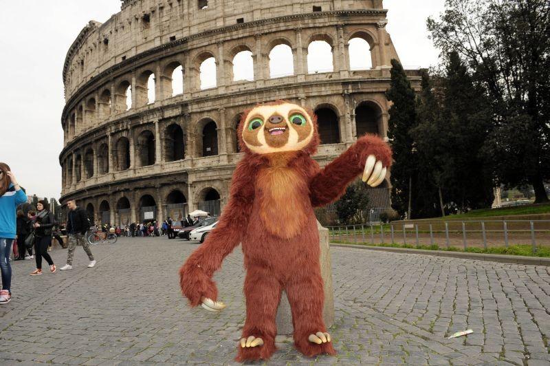 I Croods: Laccio, il bradipo scroccone, in visita al Colosseo