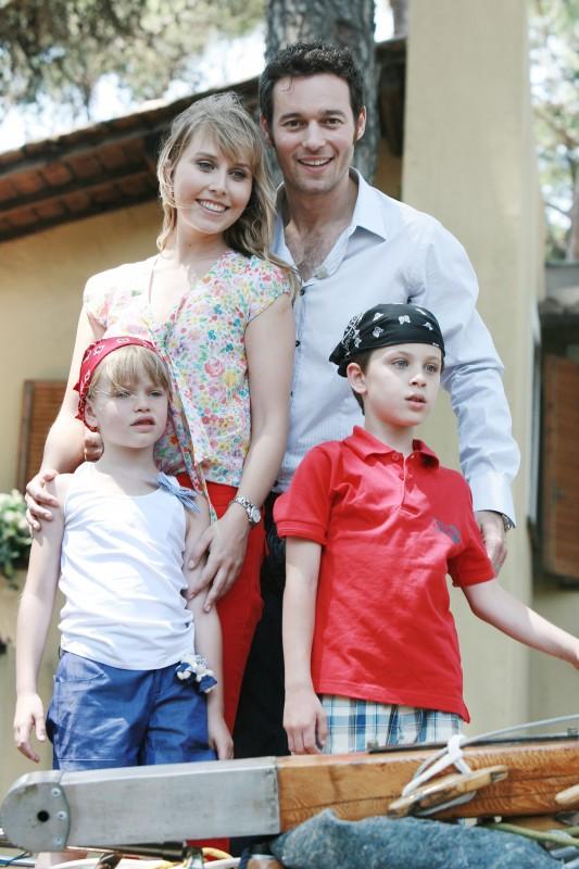 Un medico in famiglia 8: Luca Lucidi, Sofia Corinto, Margot Sikabonyi e Giorgio Marchesi in una scena della fiction