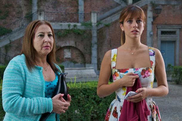 Gli amanti passeggeri: Blanca Suarez e Carmen Machi in una scena.