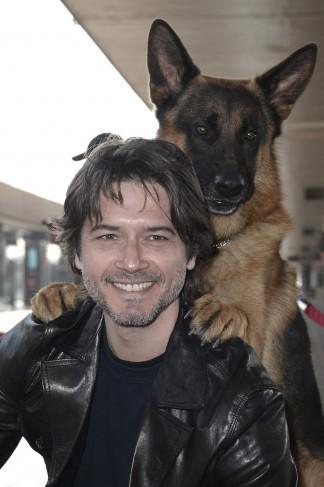 Rex con il nuovo commissario interpretato da Ettore Bassi per l'evento organizzato alla stazione Termini