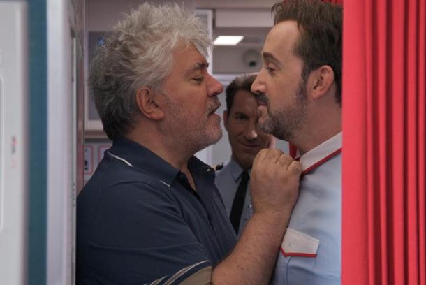 Gli amanti passeggeri: Almodóvar faccia a faccia con Javier Cámara, sul set del film