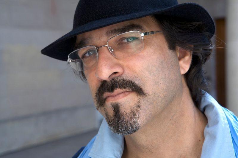 Come pietra paziente: il regista del film e autore del romanzo Atiq Rahimi in una foto promozionale