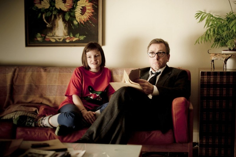 Eloise Laurence e Tim Roth in una scena del film Broken