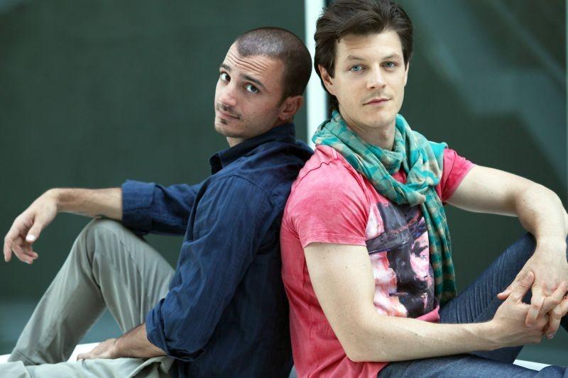 Nicolas Vaporidis e Andrea Bosca in un'immagine promozionale di Outing - Fidanzati per sbaglio