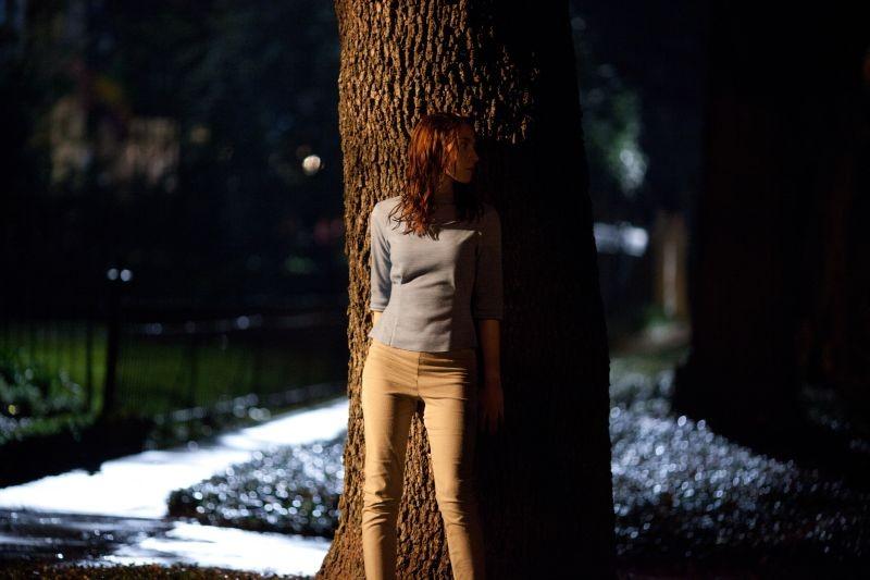 Saoirse Ronan si nasconde in una scena del fantascientifico The Host