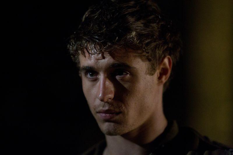 The Host: un bel primo piano di Max Irons tratto dal thriller fantascientifico