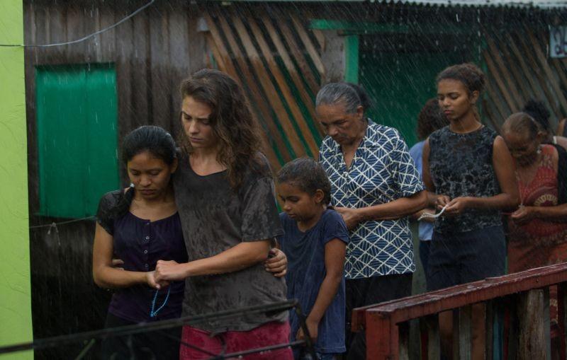 Un giorno devi andare: Jasmine Trinca sotto la pioggia in una scena