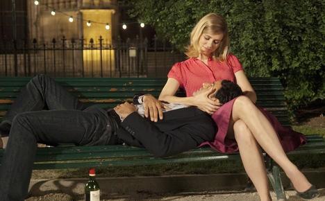 Vincenzo Amato con Nora Tschirner in Girl on a Bicycle, commedia romantica del 2013