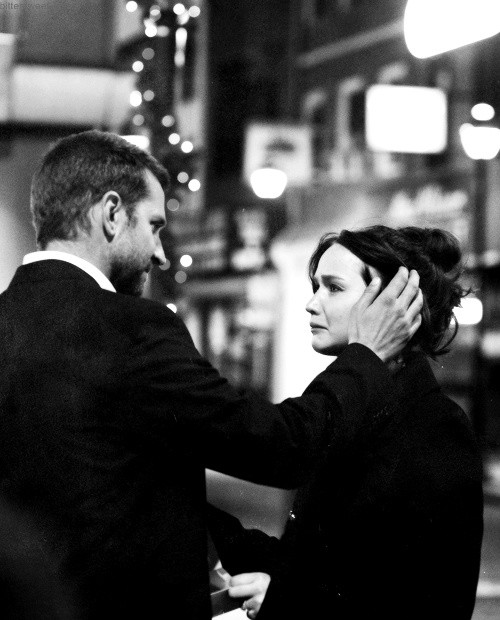 Il lato positivo - Silver Linings Playbook: Bradley Cooper con Jennifer Lawrence in una scena