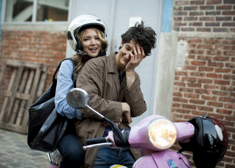 20 ans d'écart: Pierre Niney e Virginie Efira in Vespa