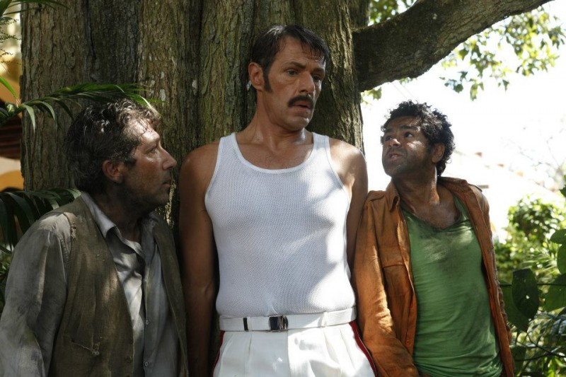 Jamel Debbouze e Alain Chabat in una scena di Marsupilami con Lambert Wilson
