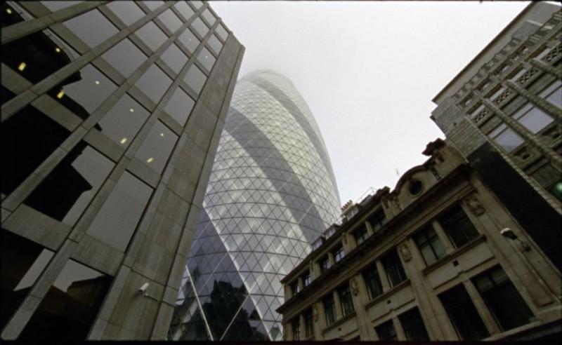 Quanto pesa il suo edificio, Mr. Foster?: il palazzo Gherkin di Londra in una scena del documentario