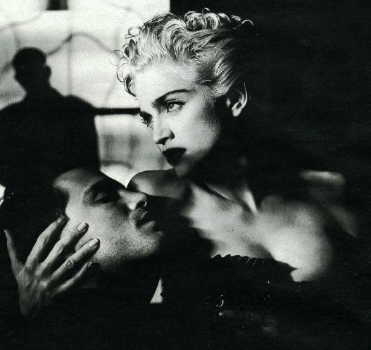 Madonna (1990, fotografata da Helmut Newton)