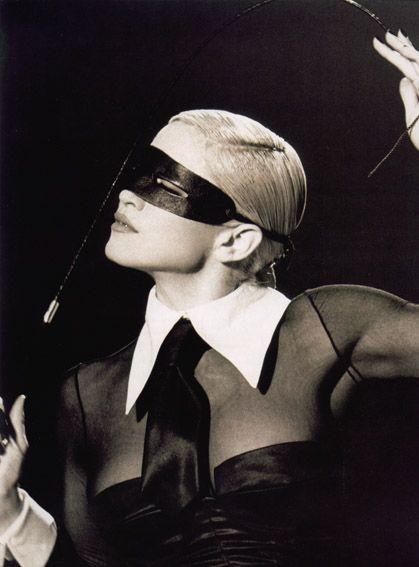 Madonna - 1992, foto promo per il video di 'Erotica'.
