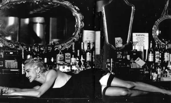 Madonna in un photoshoot di Helmut Newton del 1991
