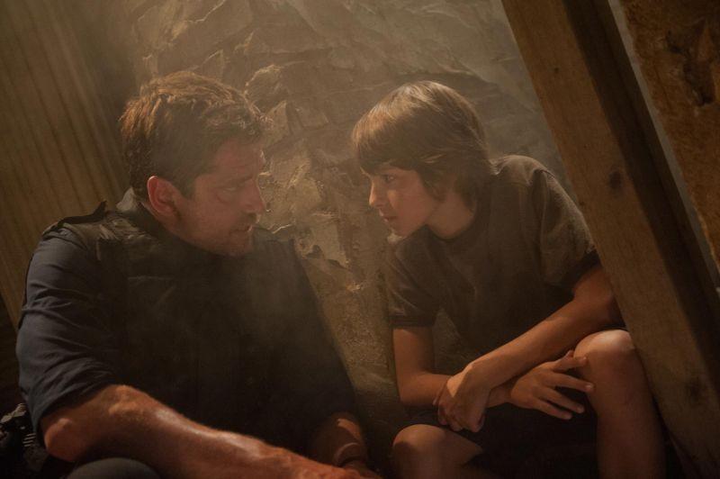 Attacco al potere - Olympus Has Fallen: Gerard Butler e Finley Jacobsen in una scena