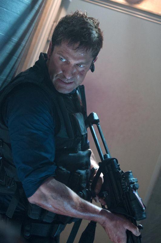 Attacco al potere - Olympus Has Fallen: Gerard Butler in azione in un momento del film