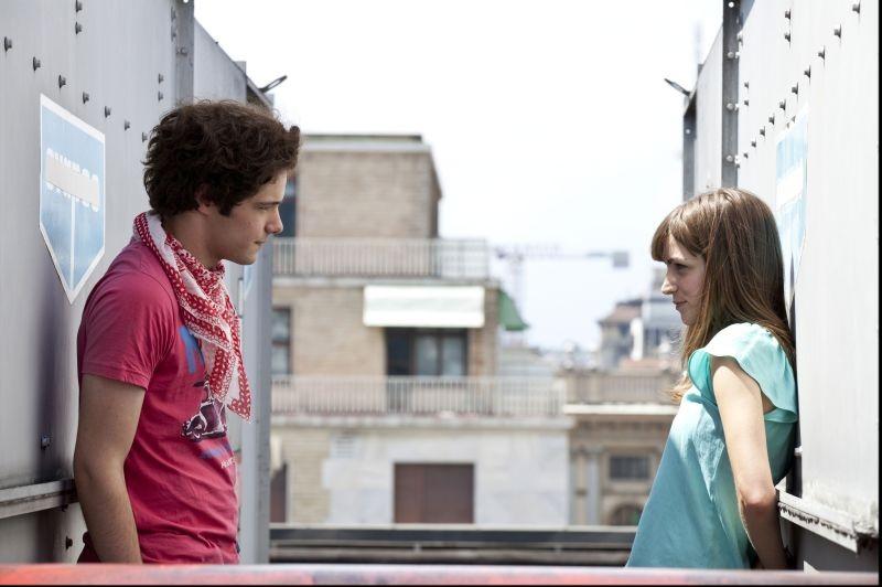 Bianca come il latte, rossa come il sangue - Filippo Scicchitano insieme ad Aurora Ruffino in una scena