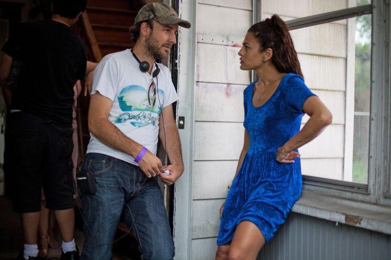 Come un tuono: Eva Mendes insieme al regista Derek Cianfrance sul set del film