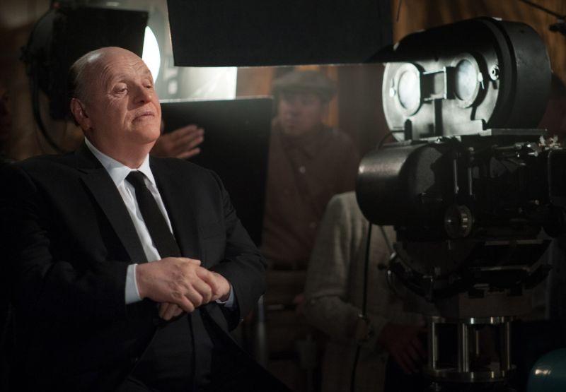 Hitchcock: Anthony Hopkins nei panni di Alfred Hitchcock dietro la macchina da presa