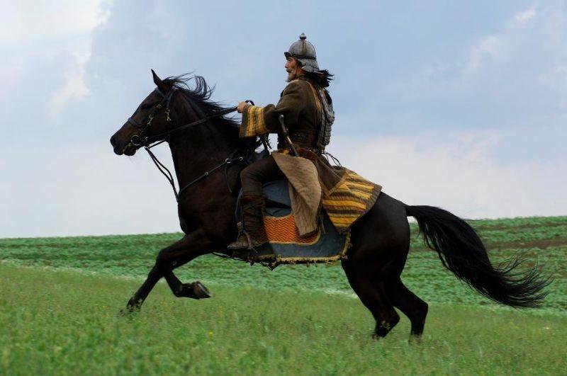 11 settembre 1683: Hal Yamanouchi è il Khan Giray, comandante del Kahnato di Crimea, in una scena