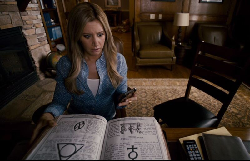 Ashley Tisdale in una scena di Scary Movie 5