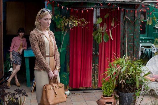 Blue Jasmine: Cate Blanchett e, sullo sfondo, Sally Hawkins nella prima immagine del film