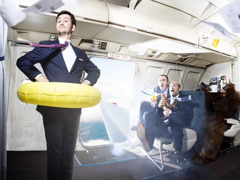 Gli amanti passeggeri: Javier Cámara, Raúl Arévalo e Carlos Areces posano per un servizio ispirato al film di Almodovar