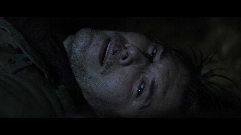 Midway - Tra la vita e la morte: Matteo Tosi a terra in una scena del film
