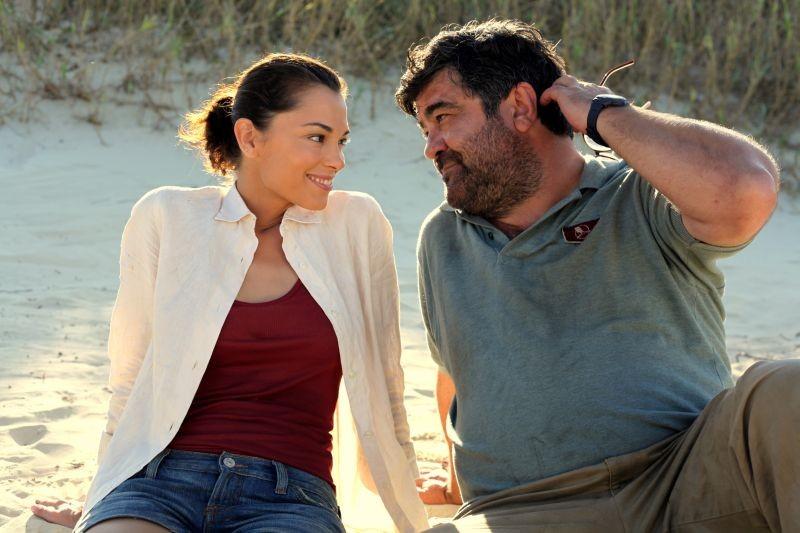 Sono un pirata, sono un signore: Giorgia Surina e Francesco Pannofino in una scena