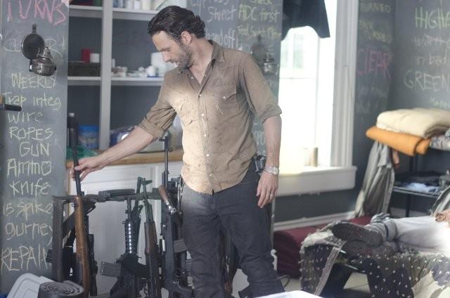 The Walking Dead: Andrew Lincoln è Rick Grimes nell'episodio Ripulire
