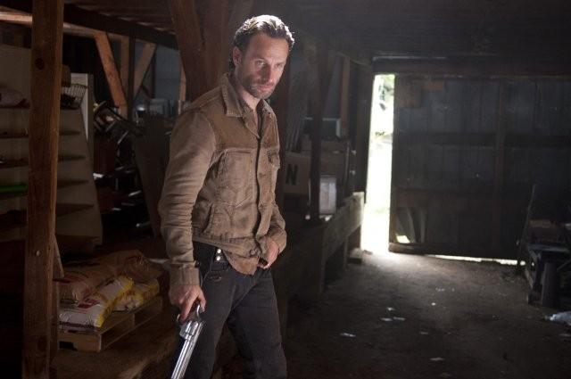 The Walking Dead: Andrew Lincoln in una scena dell'episodio Apri gli occhi