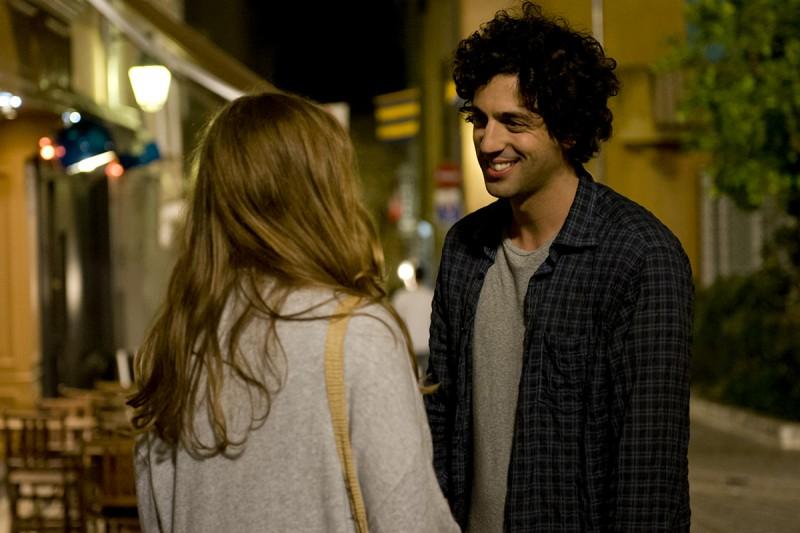 E' successo a Saint-Tropez: Max Boublib sorride in una scena del film