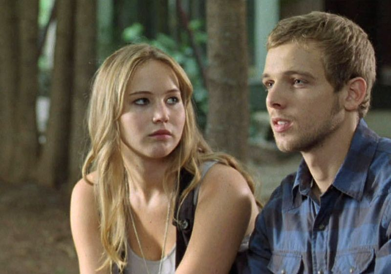 Jennifer Lawrence e Max Thieriot in una scena del thriller House at the End of the Street