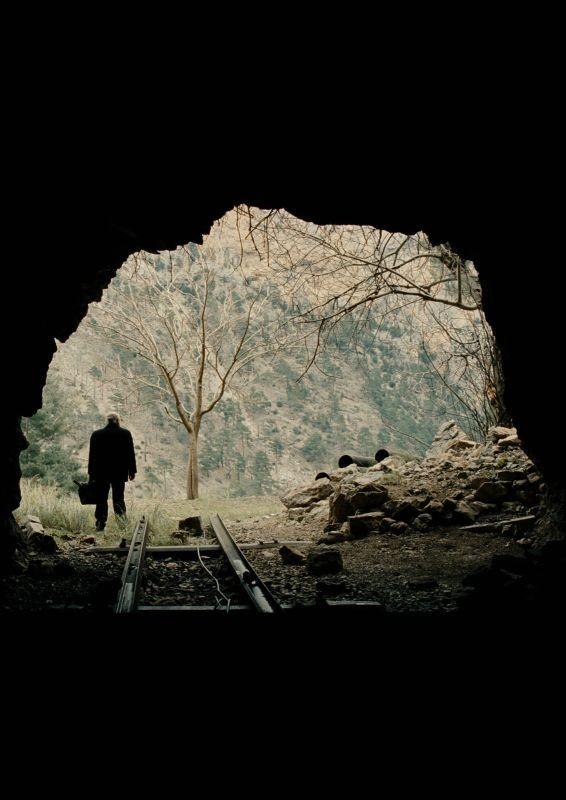 Mold: una suggestiva scena del film che narra la storia di un padre alla ricerca del figlio scomparso